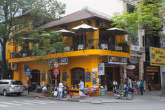 Gelbes Eckrestaurant Lizenzfreies Stockbild