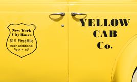 Gelbes Fahrerhaus Co New York Weinlesetaxi lizenzfreie stockfotografie
