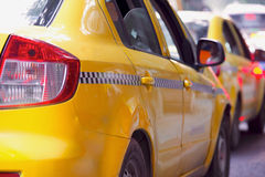 Gelbes Fahrerhaustaxi Stockfoto
