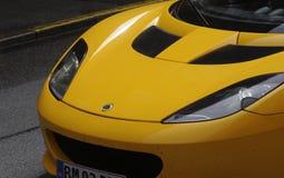 GELBES FARBsport-AUTO Stockfoto