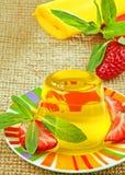 Gelbes Gelee und Erdbeere Lizenzfreies Stockfoto