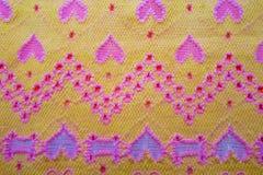 Gelbes Gewebe mit Herzen Stockbilder