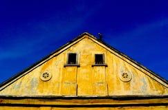 Gelbes Haus Lizenzfreie Stockfotografie