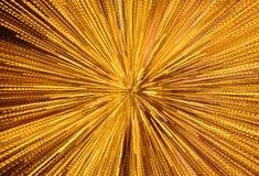 Gelbes Licht, das durch Zoomtechnikhintergrund und -beschaffenheit in der Nacht verbreitet Stockbild