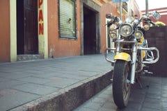 Gelbes Motorrad stockfotografie