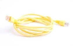 Gelbes Netz-Kabel mit geformtem Stecker RJ45 Lizenzfreies Stockfoto