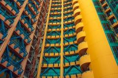 Gelbes, rotes, blaues Gebäude Stockfotos