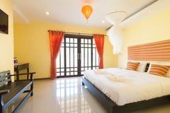 Gelbes Schlafzimmer Stockbild