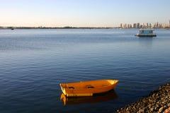 Gelbes Schlauchboot Stockbild