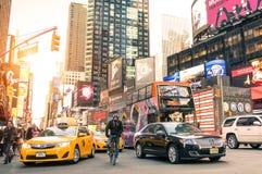Gelbes Taxi und Hauptverkehrszeitansammlung in Manhattan New York Lizenzfreies Stockfoto