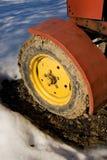 Gelbes Traktorrad. Lizenzfreies Stockbild