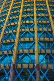 Gelbes und blaues Gebäude Stockbild