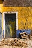 Gelbes und blaues Haus, Portugal Lizenzfreies Stockfoto