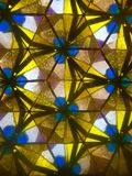 Gelbes und blaues Kaleidoskopdesign stockfotografie