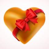 Gelbes Valentine Heart-Geschenk mit Bogen und Band Stockfotografie