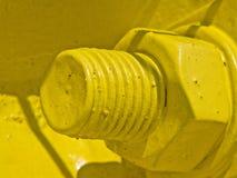 Gelbes Verbindungselement auf einer Stahlbrücke stockbild