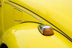 Gelbes Weinlese-Deutsch-Auto Stockfotografie