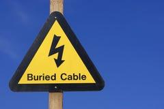 Gelbes Zeichen der elektrischen Gefahr Stockfoto