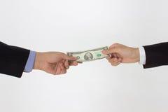 Geld überreichen Lizenzfreie Stockbilder