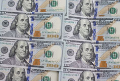 Geld achtergrondstapel $100 dollar rekeningenbankbiljet Stock Afbeeldingen