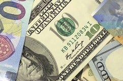 Geld Amerikaanse dollars als achtergrond, euro en Zwitserse frank Royalty-vrije Stock Afbeelding