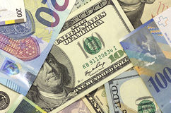 Geld Amerikaanse dollars als achtergrond, euro en Zwitserse frank Stock Foto