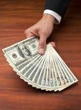 Geld auf der Tabelle Stockfotos