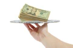 Geld auf einem Tellersegment Stockfotos