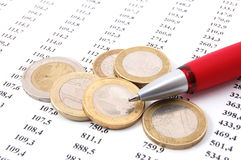 Geld auf Geschäftszahlen Stockfoto