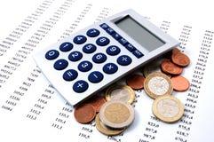 Geld auf Geschäftszahlen Lizenzfreies Stockfoto