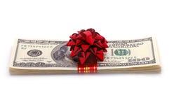 Geld auf Geschenk Stockbild
