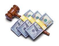 Geld auf Hammer lizenzfreies stockbild