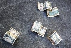 Geld aus den Grund Lizenzfreie Stockbilder