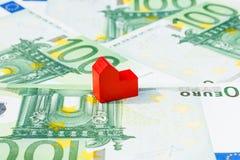 Geld-Banknotenrot der Konzepthausverkaufsgerichtlichen verfallserklärung Lizenzfreie Stockfotos