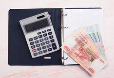 Geld, calculator en lege blocnote Royalty-vrije Stock Foto's