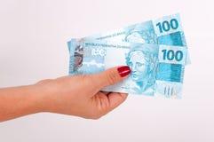 Geld in de handen Stock Afbeeldingen
