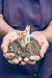 Geld in de handen Royalty-vrije Stock Foto's