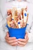Geld in den Händen. Lizenzfreie Stockfotos