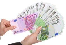 Geld in den weiblichen Händen. lizenzfreie stockbilder