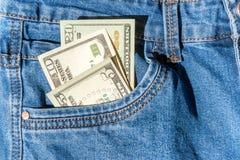 Geld in der Blue Jeans-Tasche Stockbild