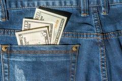 Geld in der Blue Jeans-Tasche Lizenzfreies Stockbild