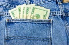 Geld in der Jean-Tasche Lizenzfreies Stockfoto