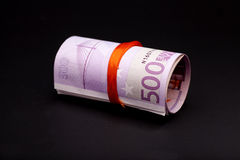 Geld des Euros 500 im roten Band Stockbilder