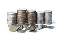 Geld des thailändischen Baht oder thailändische Münzen des Geldes auf lokalisiert Lizenzfreie Stockbilder