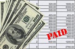 Geld die op telling rusten royalty-vrije stock fotografie