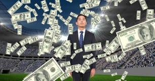 Geld die op zakenman bij voetbalstadion vallen die corruptie vertegenwoordigen stock fotografie