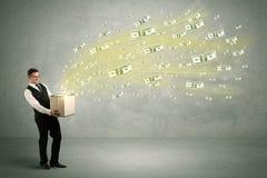Geld die van doosconcept vliegen Stock Foto's