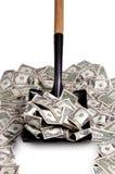 Geld door het schophoogtepunt Royalty-vrije Stock Foto's