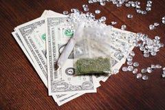 Geld in drugs Stock Afbeeldingen
