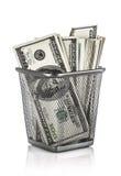 Geld in een mand Royalty-vrije Stock Afbeeldingen